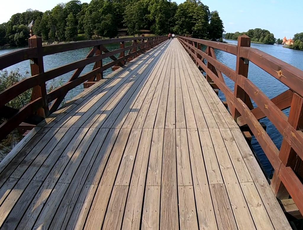 Medinis tiltas per Galvės ežerą